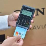 Người Việt bắt đầu quen với thanh toán bằng thẻ