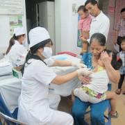 Niềm tin vắcxin, từ D. Trump đến các bà mẹ Việt
