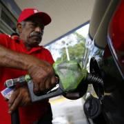 Giá dầu rẻ, ai cười ai khóc?