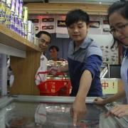 Cận Tết nhiều loại thực phẩm tươi sống giảm giá mạnh