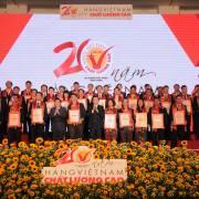 Chủ tịch nước trao chứng nhận danh hiệu HVNCLC cho các doanh nghiệp