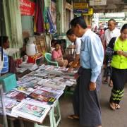 Người đọc báo ở Myanmar đã thiệt