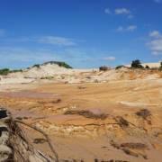 Vỡ hồ chứa nước đãi titan, khu du lịch chìm trong bùn đất