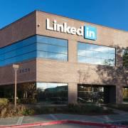 Tại sao có 100 tỷ USD, Microsoft lại đi vay tiền mua LinkedIn?
