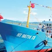 Tàu cá vỏ thép đầu tiên ở Hà Tĩnh ra khơi