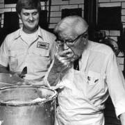 Chuyện gà rán KFC hay khởi nghiệp không bao giờ là muộn