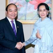 Thủ tướng Nguyễn Xuân Phúc gặp bà Aung San Suu Kyi