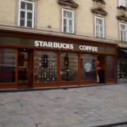 Starbucks đóng thuế ít hơn cả quầy bán xúc xích ngoài chợ