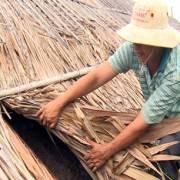 Diêm dân Bạc Liêu lao đao vì muối đen khó bán