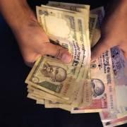 Ấn Độ thu hồi tiền 500 và 1.000 rupee để 'chống tham nhũng'