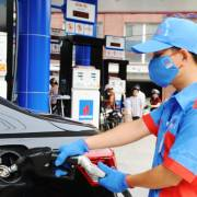 Giá xăng giảm sau 3 kỳ tăng liên tiếp