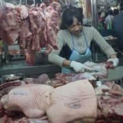 Thịt heo giảm, nông dân khóc tiểu thương cười