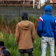 Bọn buôn lậu dùng tỏi dắt người nhập cư bất hợp pháp vào Anh