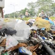 TPHCM khó xử lý rác thải khu vực giáp ranh