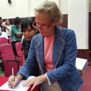 Christine Ockrent: Nhà báo phải biết sàng lọc, thẩm tra