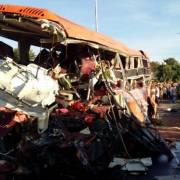 Tai nạn thảm khốc tại Gia Lai: xe tải đấu đầu xe khách 12 người chết