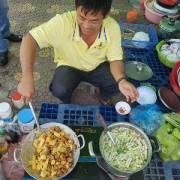 Những bữa cơm 'đeo bám' thị trường