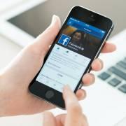 Thời đại Facebook: Ném đá không thèm giấu tay!