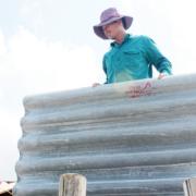 Miền Trung: Khan hiếm vật liệu xây dựng sau bão