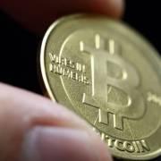 Trung Quốc cấm tiền ảo, giá Bitcoin lao dốc