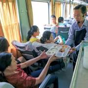 Đường sắt giữ nguyên giá vé, dùng 'dịch vụ hàng không' để hút khách
