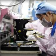 Nhà lắp ráp iPhone Foxconn hứa ngừng sử dụng lao động bất hợp pháp