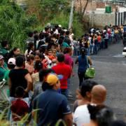 Venezuela lạm phát hơn 4.000% khiến nội tệ mất giá trị