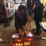 Chuyện đời thường: cô Tuyết bán kẹo chỉ