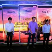 Tháng 12, nhà bán lẻ 'ưu ái' với smartphone màn hình tràn