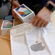 Apple cắt giảm một nửa sản lượng iPhone X