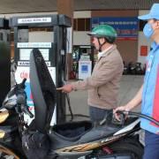 Đề xuất giảm giá xăng E5