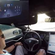 Xe tự lái: tài xế quá ỷ lại công nghệ