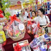 Thị trường Tết: các mặt hàng thiết yếu dồi dào, giá ổn định