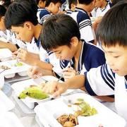 Ba Huân bức xúc vì không thể đưa trứng sạch vào trường học