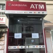 Phí rút tiền thẻ ATM phù hợp 'thông lệ quốc tế'?