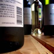 Đừng đổ vạ cho rượu vang sulfites