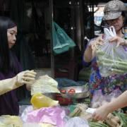 Buộc người buôn bán nhỏ phải ngồi chỗ riêng trong chợ?