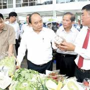 Thủ tướng tham quan mô hình nông nghiệp công nghệ cao ở Lâm Đồng