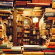 Một tủ sách, một phần đời