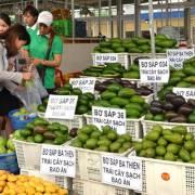 Dân địa phương khó đưa nông sản vào chợ đầu mối Dầu Giây