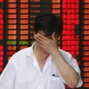 Nhà đầu tư tháo chạy, chứng khoán Trung Quốc tiếp tục sụt giảm