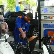 Giá xăng có thể tăng 600 – 800 đồng/lít
