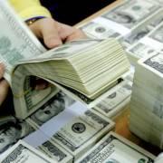 Tỷ giá trung tâm lập đỉnh mới, giá USD tại các ngân hàng diễn biến trái chiều