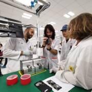 'Nghía' nhà máy sản xuất smartphone của VinSmart