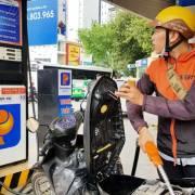 Người Sài Gòn có thể tự đổ xăng tại 11 cửa hàng xăng dầu
