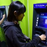 Người dân đã đi làm, nhiều ATM vẫn 'nghỉ tết'