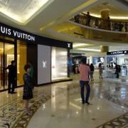 Giới nhà giàu Việt Nam đang dịch chuyển kênh mua sắm