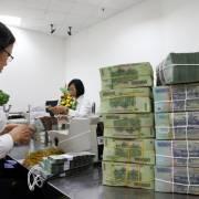 Lãi suất tiền đồng xáo trộn
