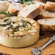 Fan nổi giận vì camembert 'được phép nhái'