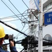 Dân TP.HCM khổ sở vì cúp điện 3 lần trong một buổi sáng
